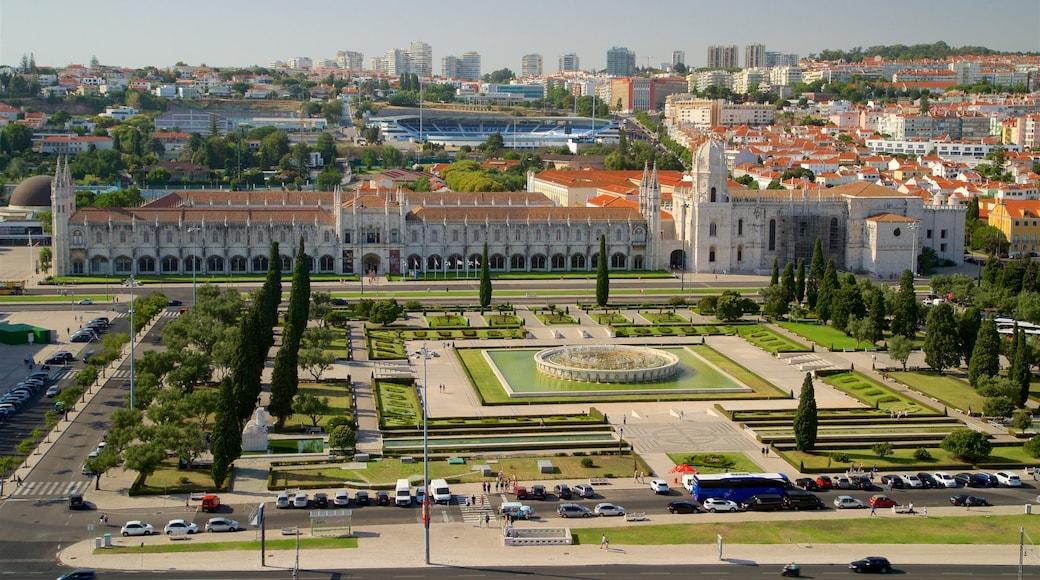 Padrão dos Descobrimentos showing a garden, landscape views and a city
