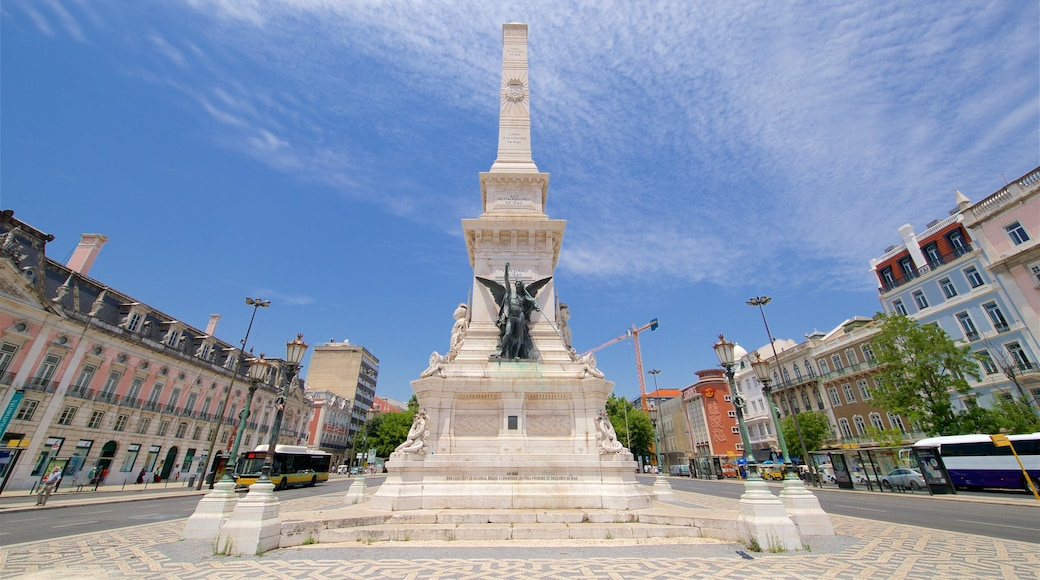 Restauradores Square showing a monument, a square or plaza and a city