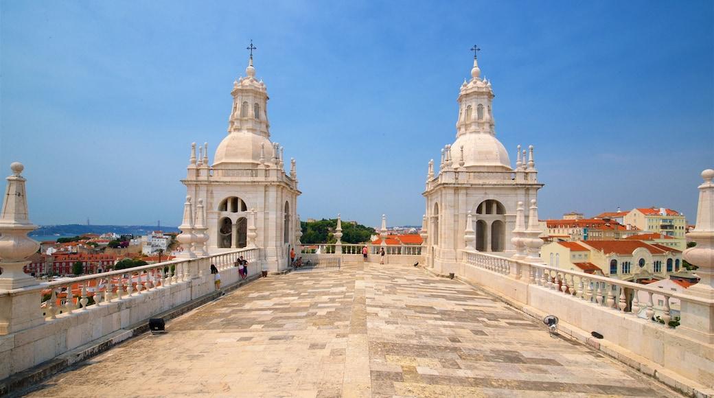 Klooster van Sao Vicente de Fora toont historisch erfgoed, een stad en vergezichten