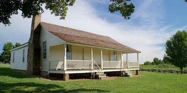 Wilsons Creek National Battlefield showing a house and tranquil scenes