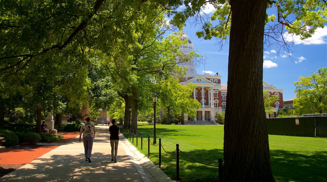 University of Missouri showing heritage architecture, street scenes and a park