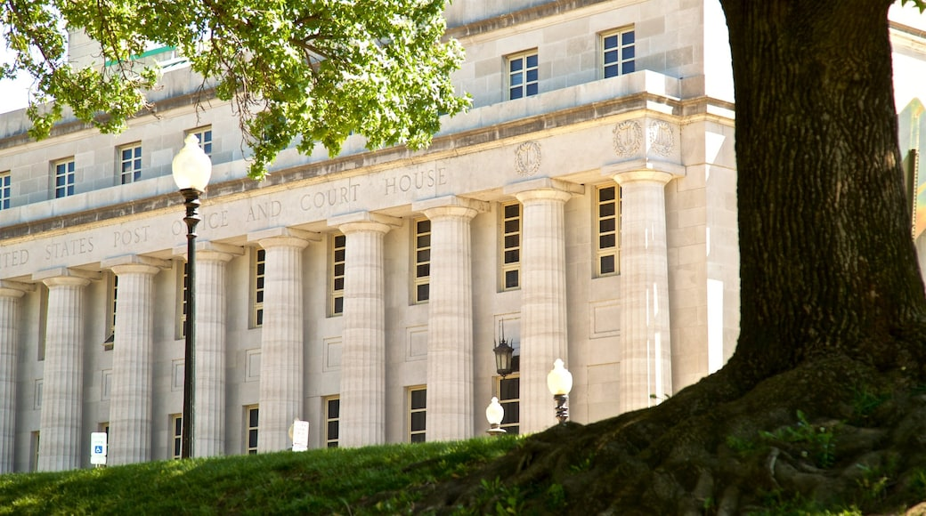 Jefferson City which includes heritage architecture