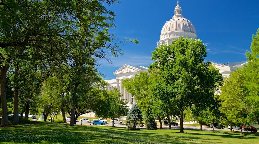 Missouri State Capitol which includes heritage architecture and a garden