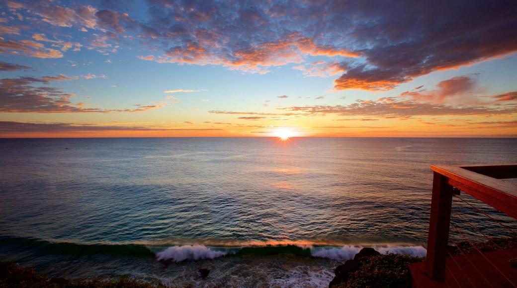 Point Danger que incluye vista general a la costa, un atardecer y vista panorámica