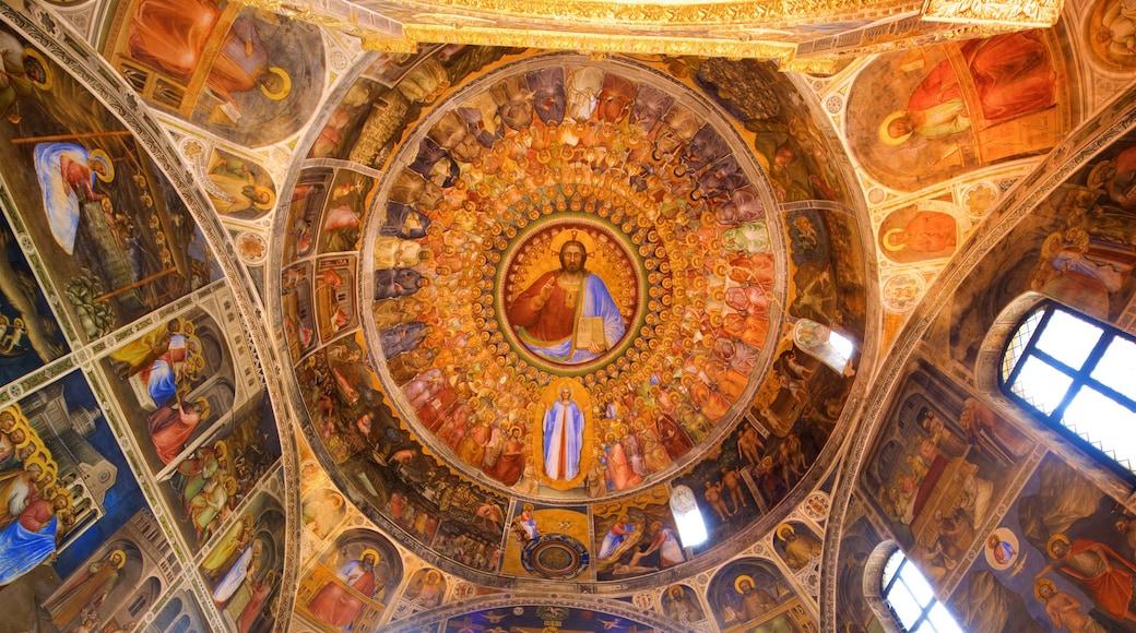 Basilica del Duomo che include vista interna, arte e oggetti d\'epoca