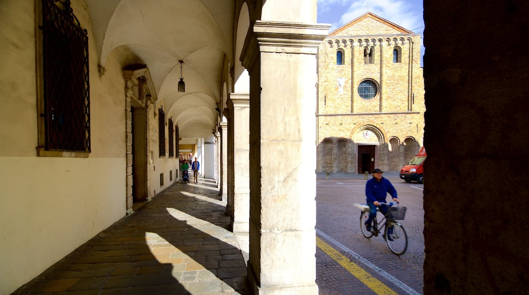 Santa Sofia showing street scenes, cycling and heritage elements
