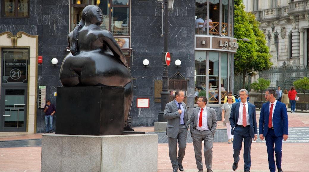 Oviedo ofreciendo arte al aire libre, una ciudad y escenas cotidianas