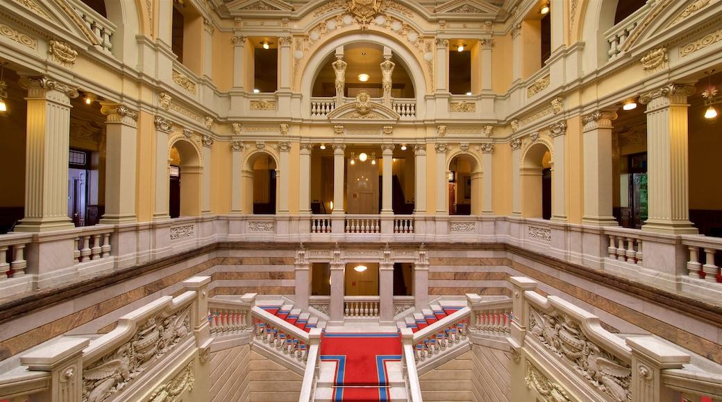 Oviedo ofreciendo vistas de interior y elementos patrimoniales