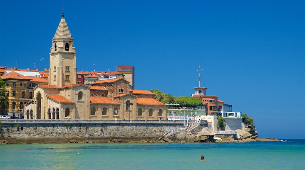 Strand van San Lorenzo toont een kuststadje en algemene kustgezichten