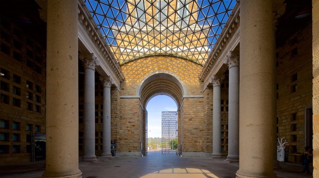 Laboral Ciudad de la Cultura welches beinhaltet Innenansichten und Geschichtliches