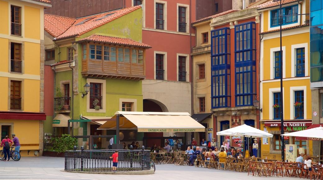Cimadevilla bevat een stad en buiten eten en ook een klein groepje mensen