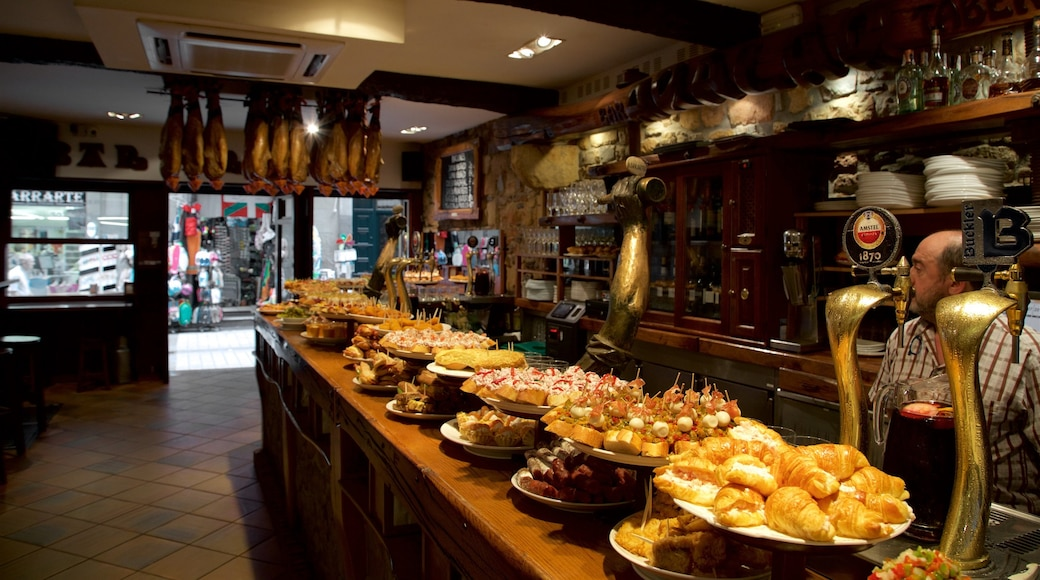 Casco antiguo mostrando vistas de interior, un bar y comida