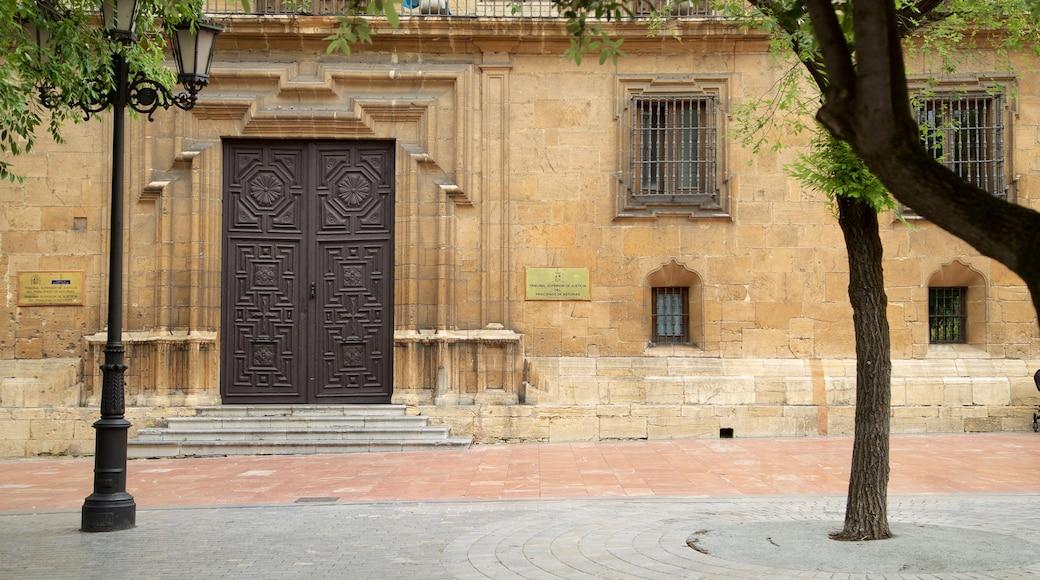 Plaza de Porlier which includes heritage elements