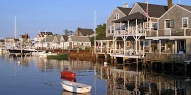 Nantucket que inclui uma cidade pequena ou vila, cbd e uma casa