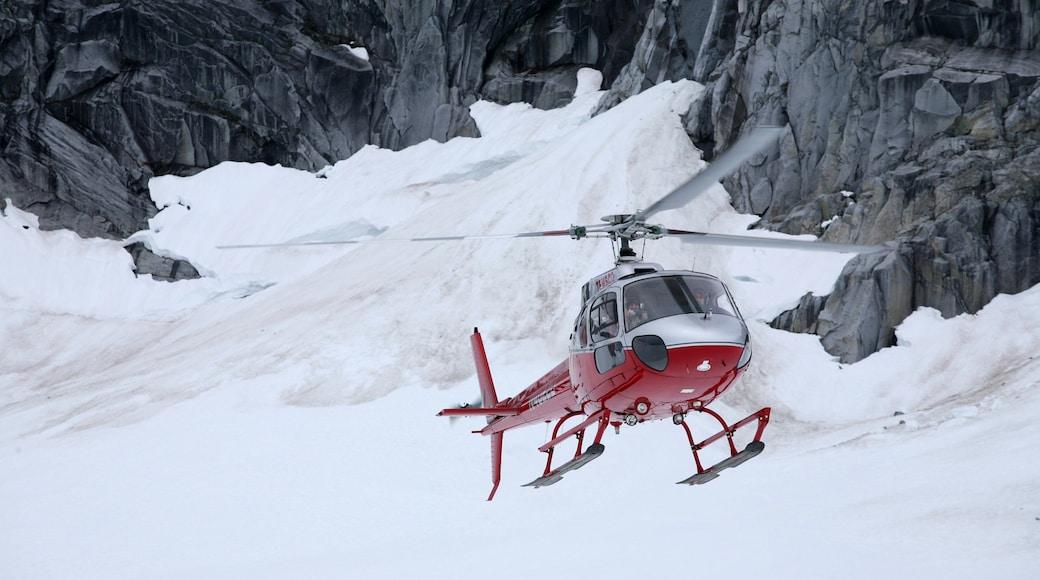 Juneau welches beinhaltet Flugzeug und Schnee
