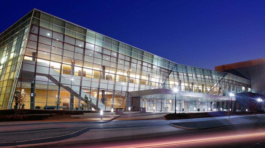 Jackson johon kuuluu kaupunki, yökuvat ja moderni arkkitehtuuri