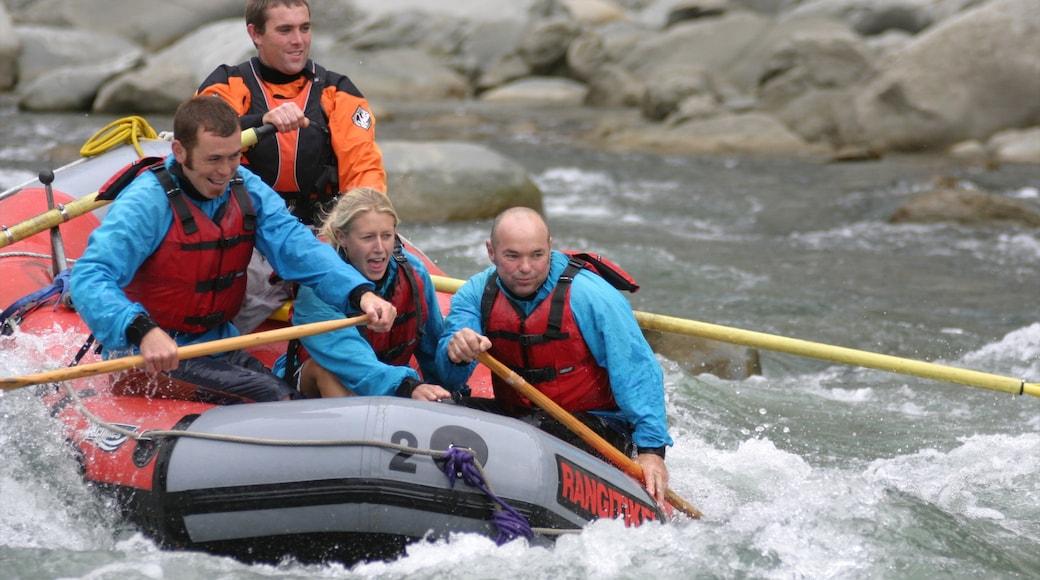 Manawatu-Wanganui das einen Stromschnellen und Rafting sowie kleine Menschengruppe