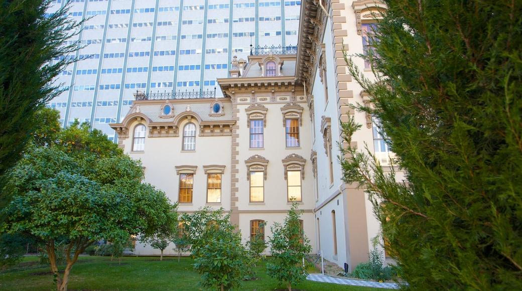 Leland Stanford Mansion State Historic Park das einen Garten, historische Architektur und Haus