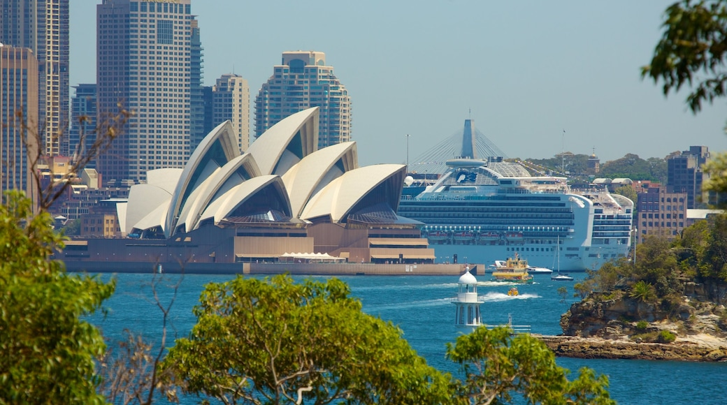 Sydney featuring theatre scenes, a bay or harbour and modern architecture