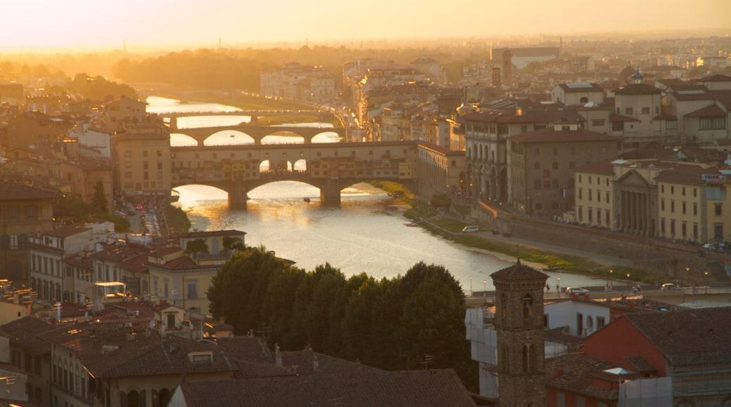 Florenz mit einem Stadt, Fluss oder Bach und Sonnenuntergang