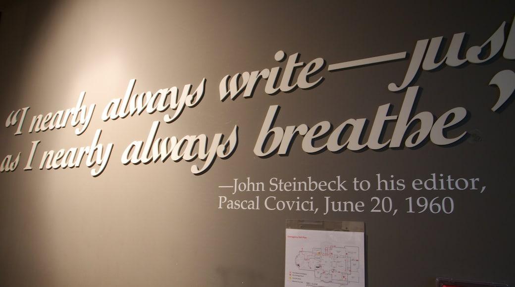 National Steinbeck Center welches beinhaltet Innenansichten und Beschilderung