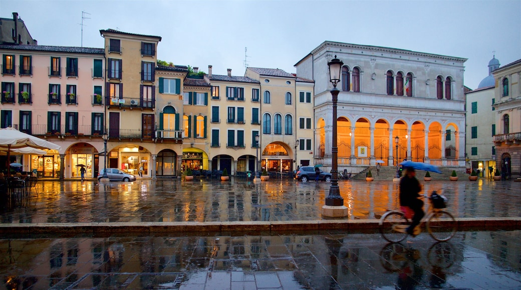 Piazza dei Signori showing heritage elements, a city and a square or plaza