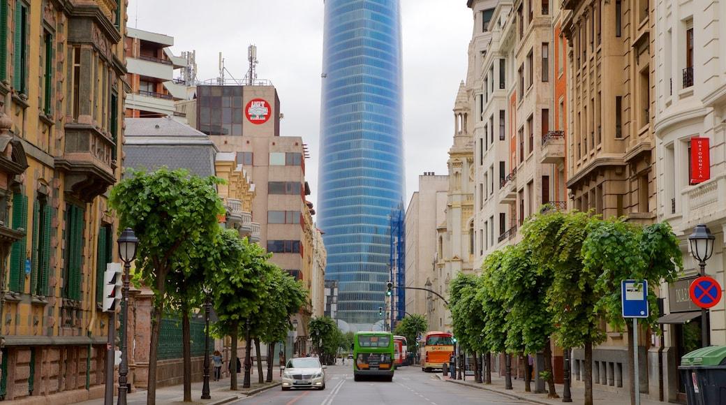 Bilbao que incluye un rascacielos, una ciudad y elementos patrimoniales