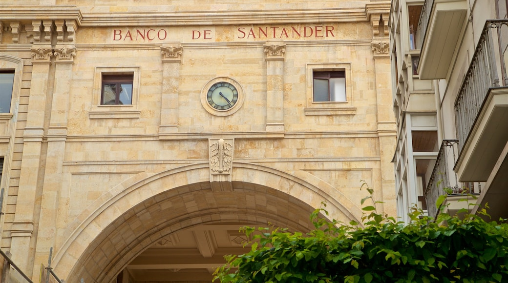 Banco Santander which includes heritage elements