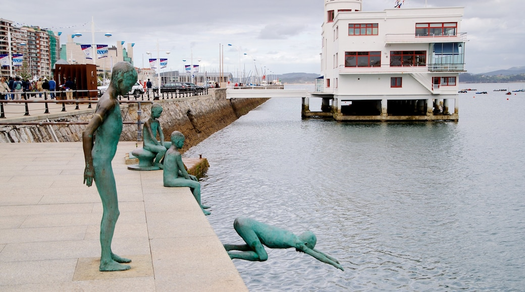 Monumento a Los Raqueros which includes outdoor art, a river or creek and a statue or sculpture