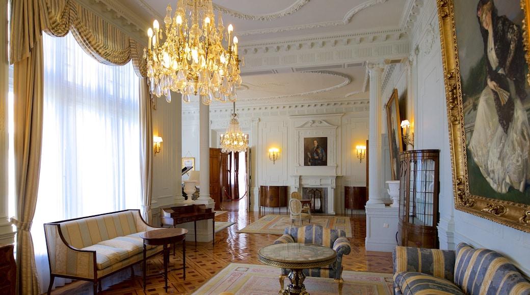 Palacio de la Magdalena showing heritage elements and art
