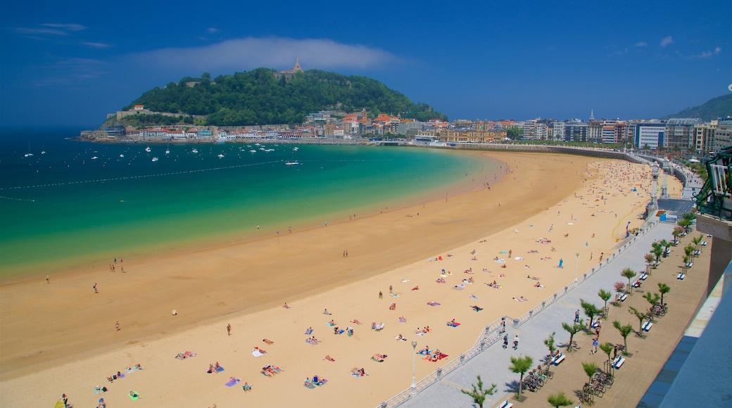 San Sebastian inclusief een zandstrand, algemene kustgezichten en een stad