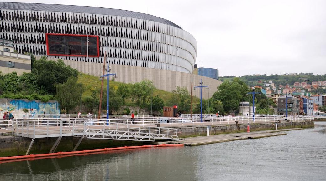 San-Mames-Stadion welches beinhaltet Fluss oder Bach und moderne Architektur