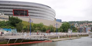 Stade de San Mamés mettant en vedette architecture moderne et rivière ou ruisseau