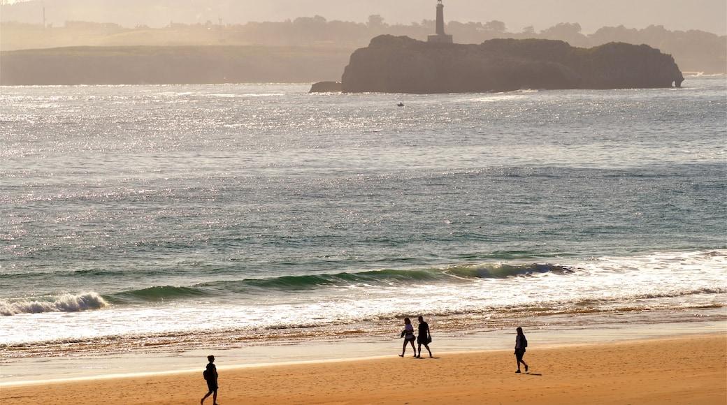 Playa del Camello mostrando un atardecer, imágenes de una isla y una playa