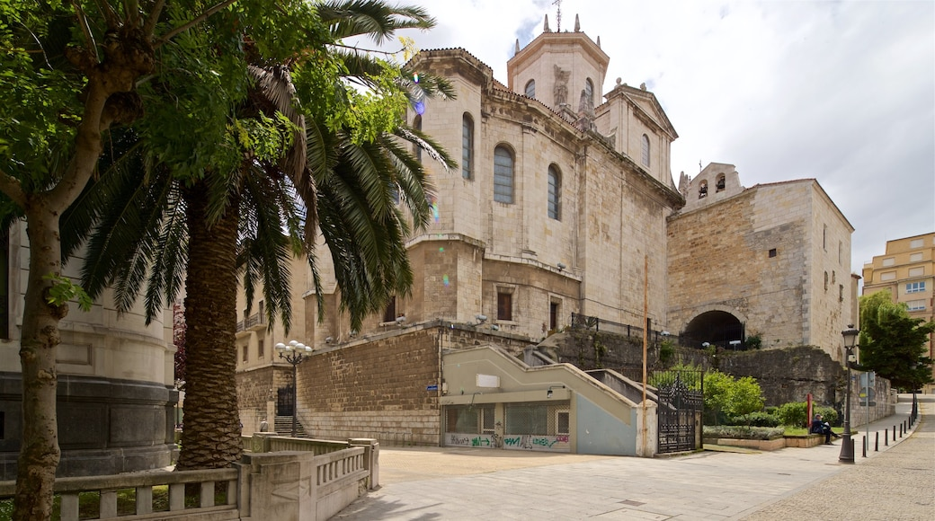 Santander Cathedral featuring heritage architecture