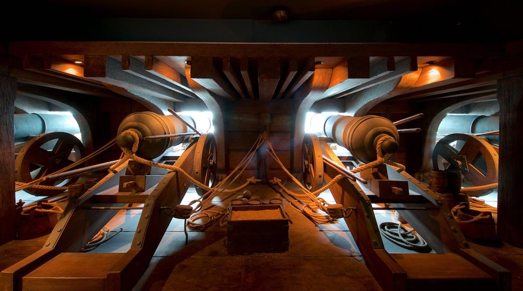 Museo marítimo de Cantabria que incluye elementos patrimoniales y vistas de interior