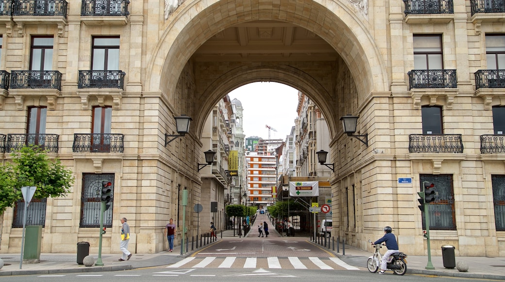 Banco Santander showing a city and heritage elements