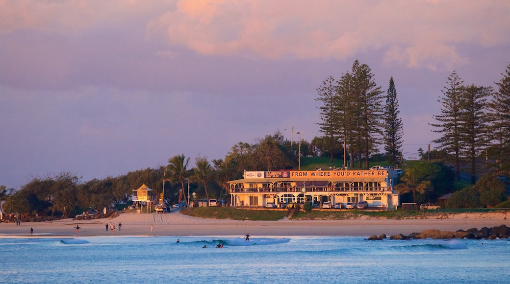 Plage de Coolangatta qui includes plage, coucher de soleil et vues littorales