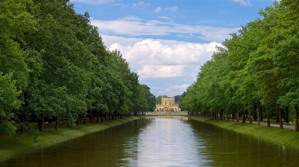 Staatspark Karlsaue das einen Fluss oder Bach