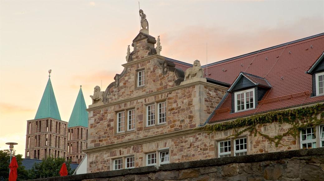 Kassel das einen historische Architektur und Sonnenuntergang