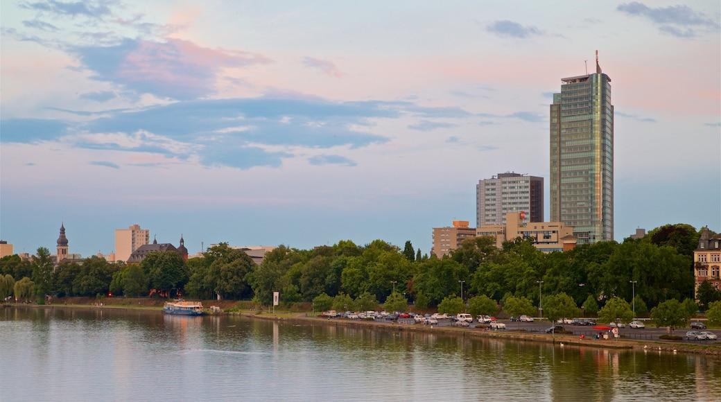 Offenbach am Main welches beinhaltet Sonnenuntergang, Fluss oder Bach und Stadt