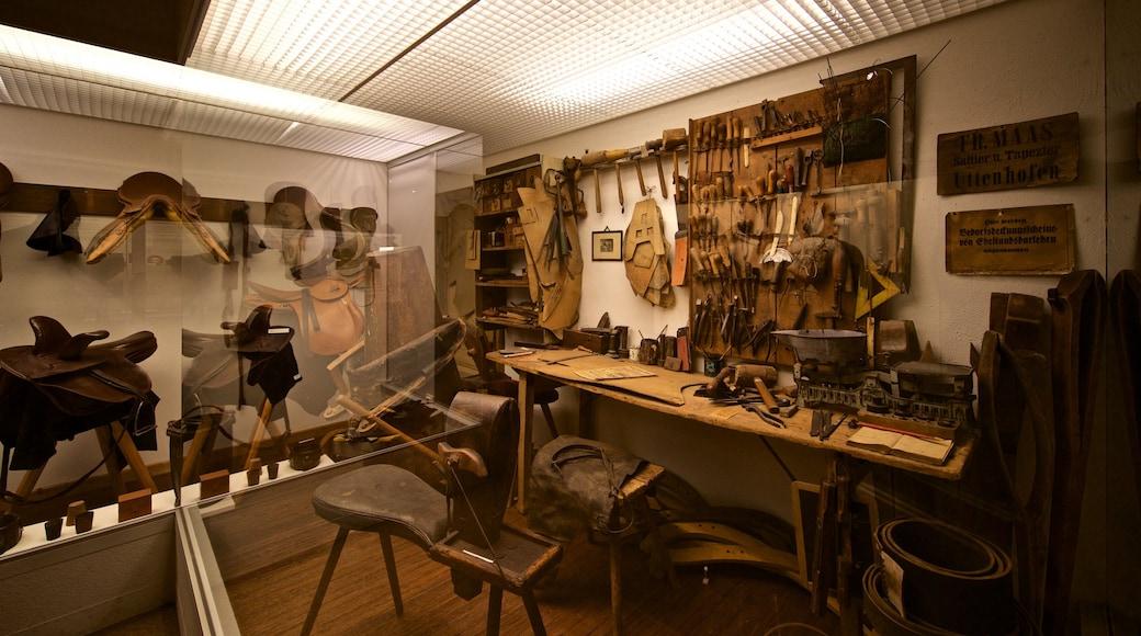 Deutsches Ledermuseum welches beinhaltet Innenansichten