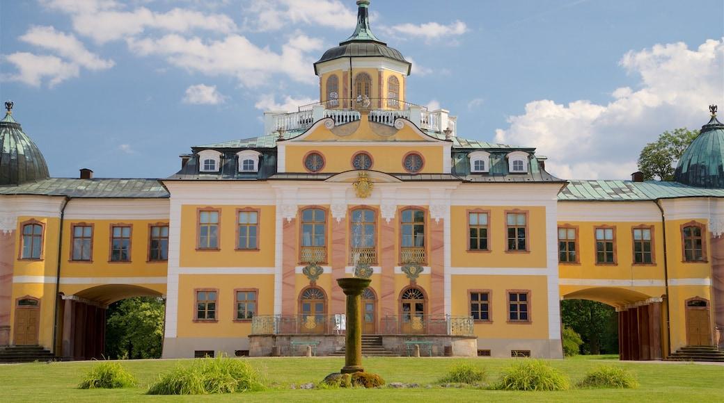 Belvederen linna joka esittää vanha arkkitehtuuri ja puisto