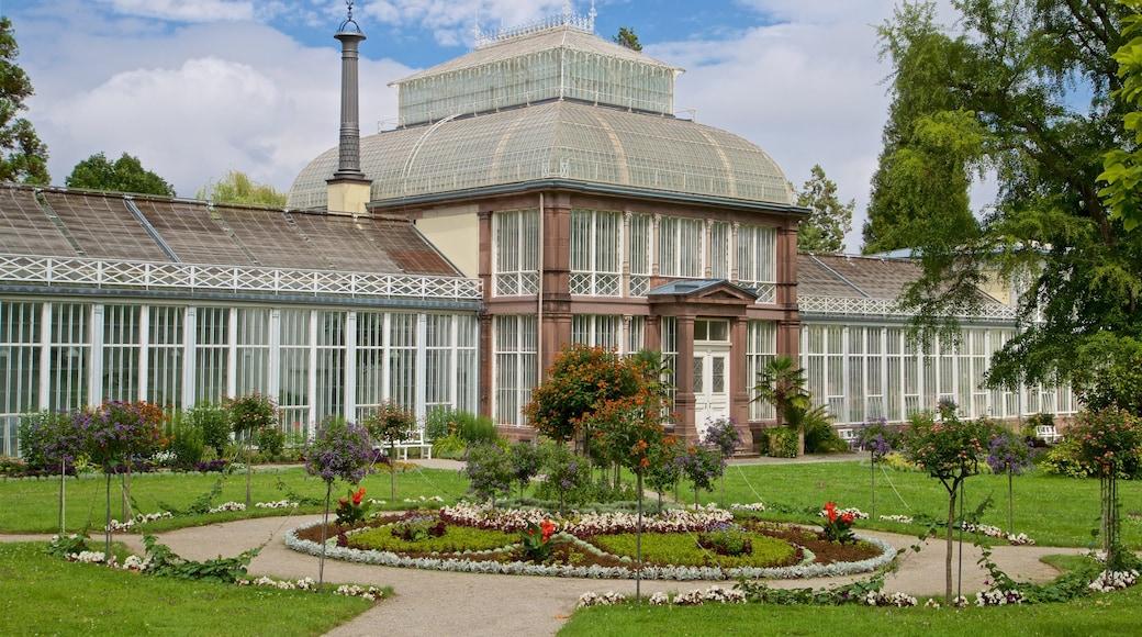 Bergpark Wilhelmshoehe welches beinhaltet Blumen, historische Architektur und Garten