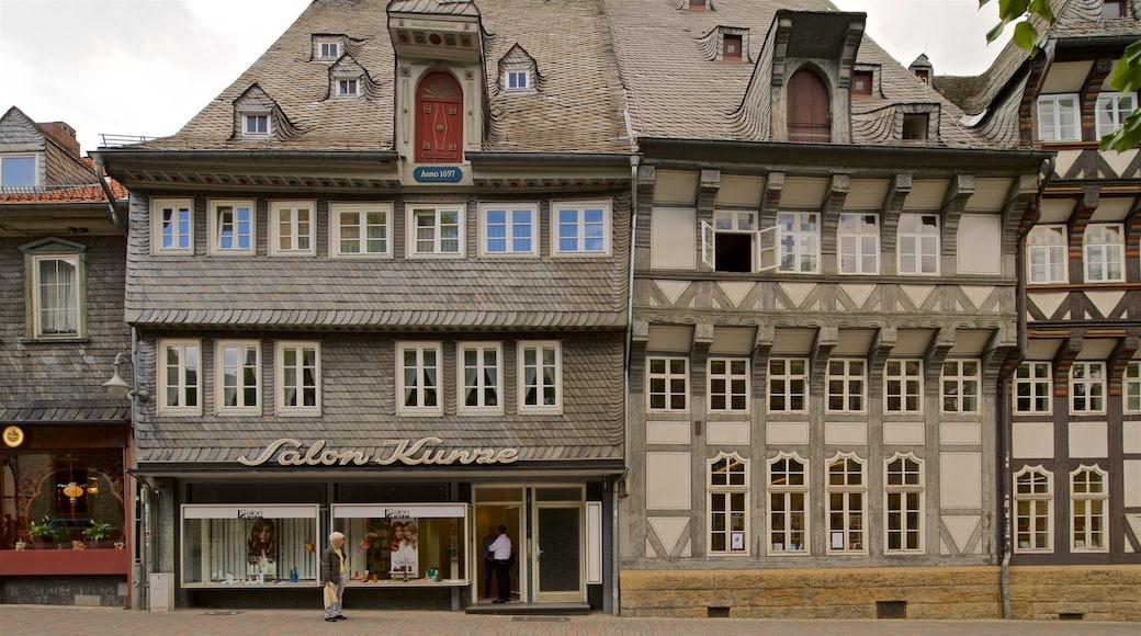 Goslaer Altstadt welches beinhaltet Straßenszenen und Geschichtliches sowie einzelner Mann