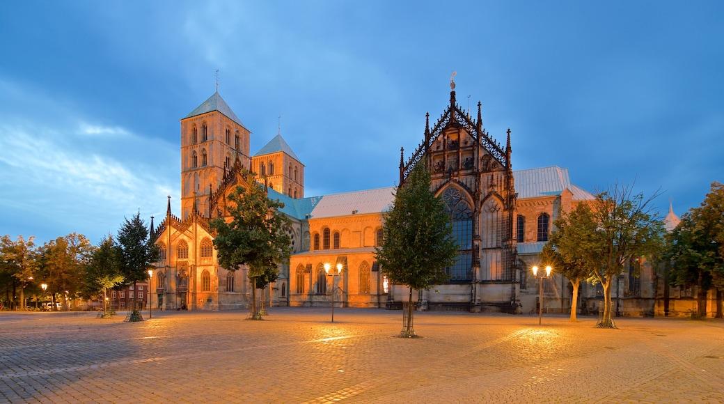 St.-Paulus-Dom Münster mit einem bei Nacht, historische Architektur und Kirche oder Kathedrale