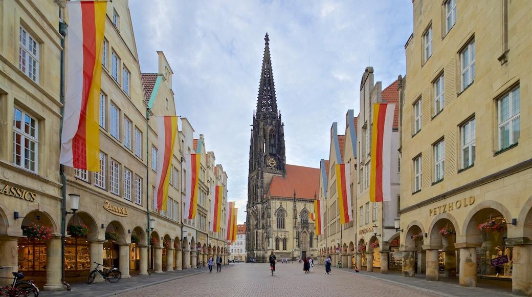 Historisches Rathaus mit einem Stadt, historische Architektur und Kirche oder Kathedrale