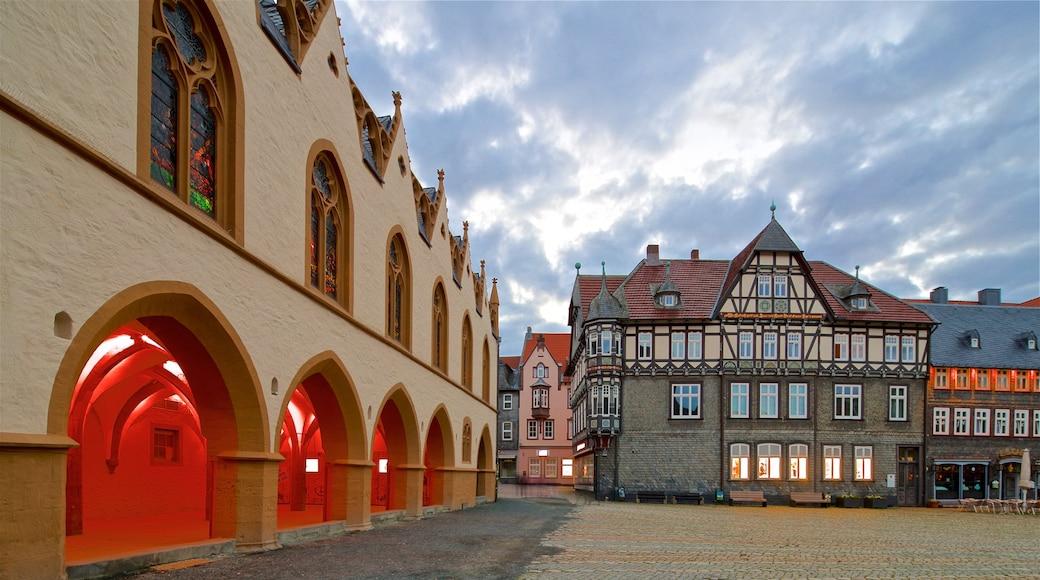 Goslar mit einem Geschichtliches und Platz oder Plaza
