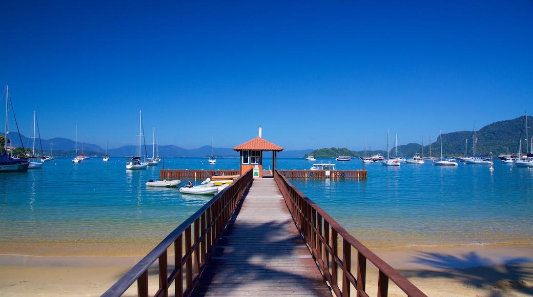 Angra dos Reis das einen Sandstrand, Bucht oder Hafen und allgemeine Küstenansicht
