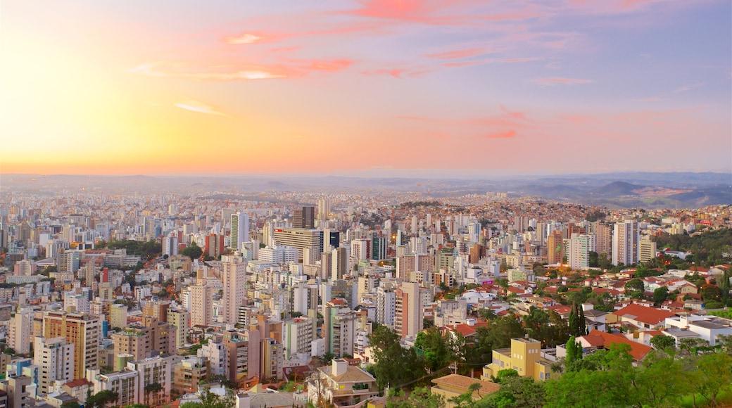 Belo Horizonte mostrando um pôr do sol, paisagem e uma cidade